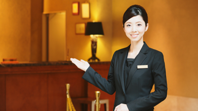 ホテルの受付嬢