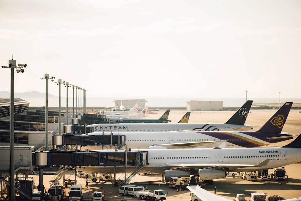 飛行機が集まっている空港
