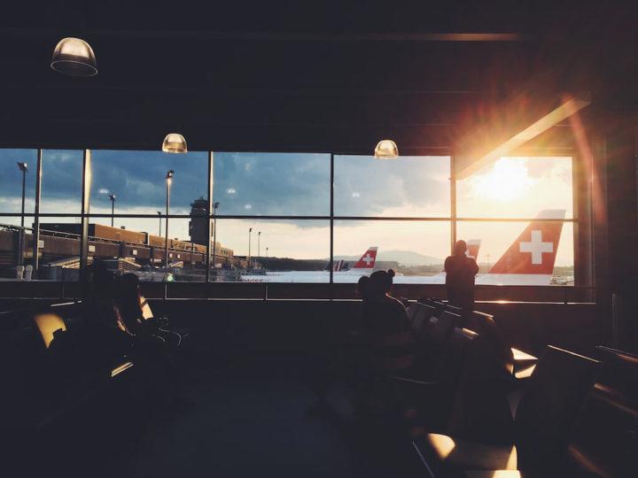 空港夕方の日没画像