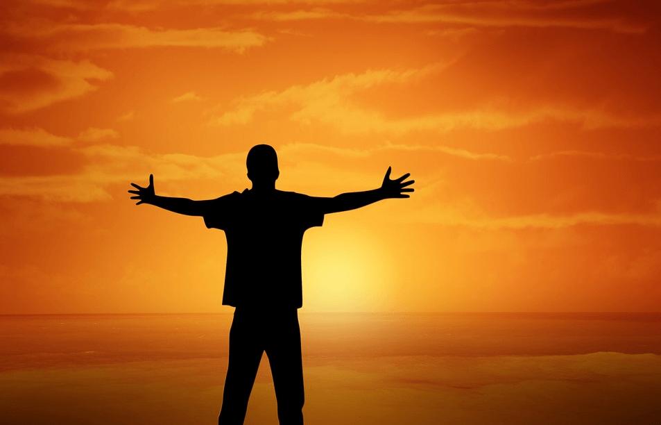 夕日と男性の影の画像
