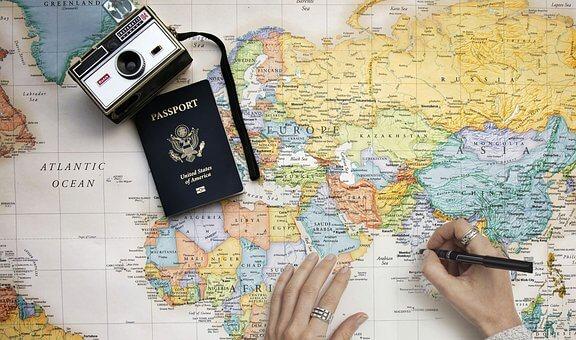 世界地図とカメラの画像