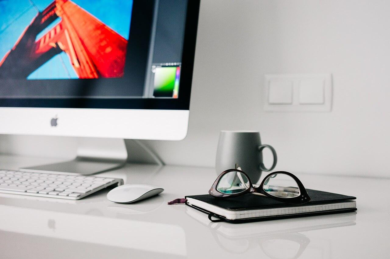 手帳、メガネ、PC