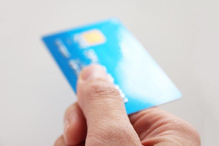 クレジットカードの受け取り方法と関連情報