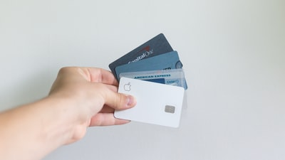 意外と知らない?クレジットカードを持つことが出来る最小年齢